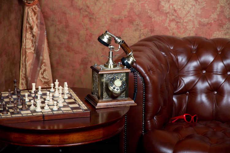 Sofa und Tisch antik