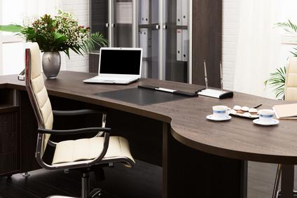 Die richtigen Sitzmöbel spielen bei der Büroeinrichtung eine wichtige Rolle