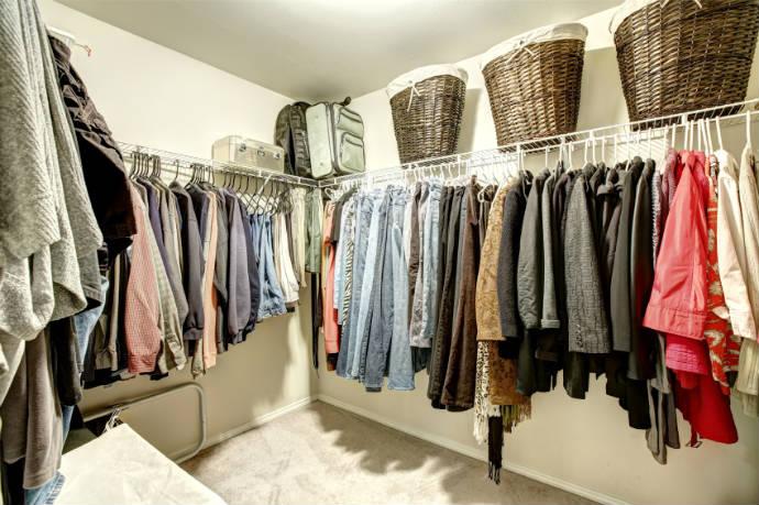 Ankleidezimmer selber bauen  Behgehbaren Kleiderschrank selber bauen: Traum fast jeder Frau ...