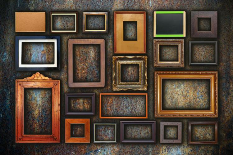 rustikale Bilderrahmen an Wand