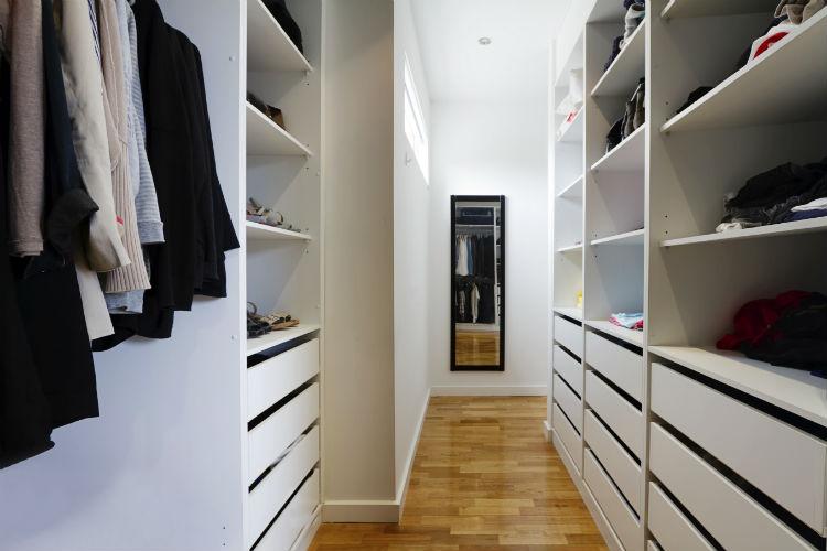 begehbare schr nke der traum von fast jeder frau wohnungs. Black Bedroom Furniture Sets. Home Design Ideas