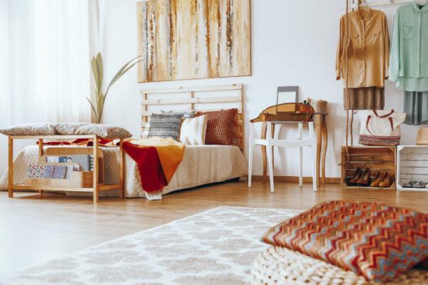 helles und gemütliches Zimmer im Boho Chic Wohnstil