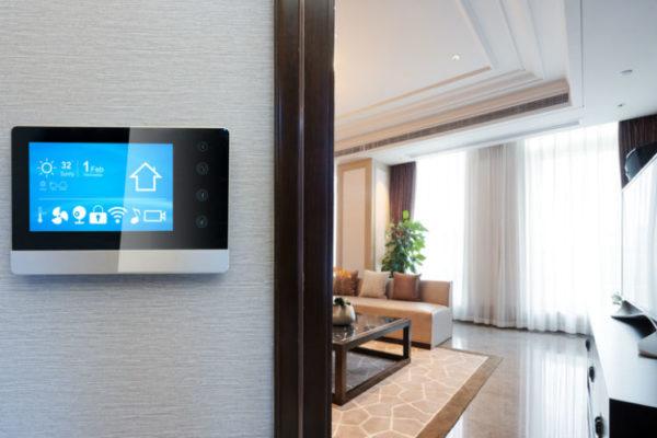 Smart Home Tablet An Der Wand In Einer Wohnung