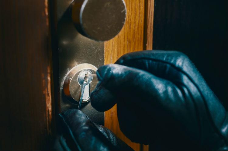 effektiver schutz gegen einbrecher so sichern sie ihre fenster und t ren wohnungs. Black Bedroom Furniture Sets. Home Design Ideas