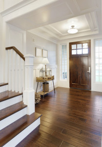 Eingangsbereich in heller Holzoptik