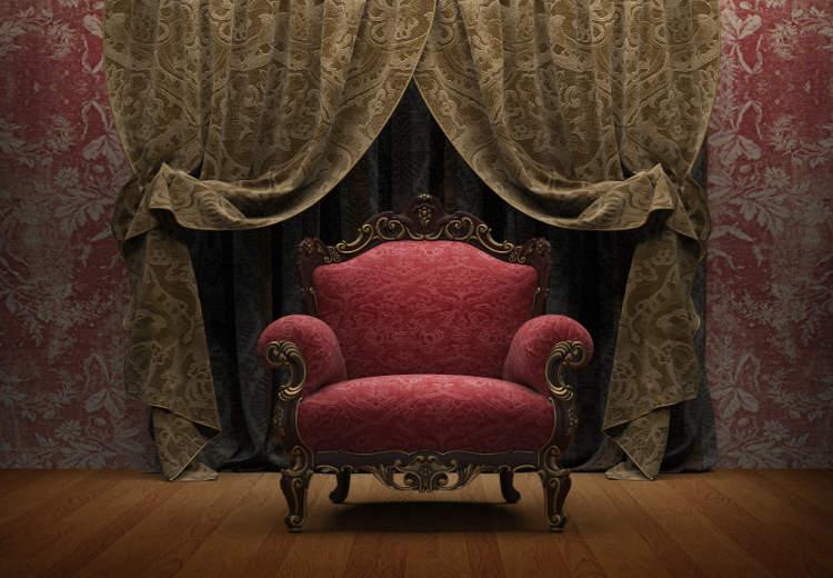 Viktorianisch Eingerichtetes Zimmer Mit Einem Viktorianischen Sessel Vor  Gardinen.