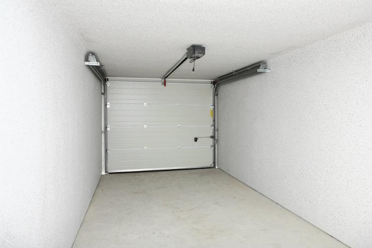 Elektisches Garagentor von innen