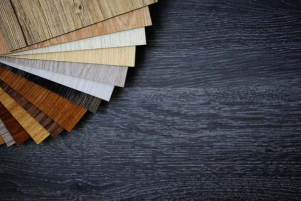 Verschiedene Bodenbeläge aus Holz