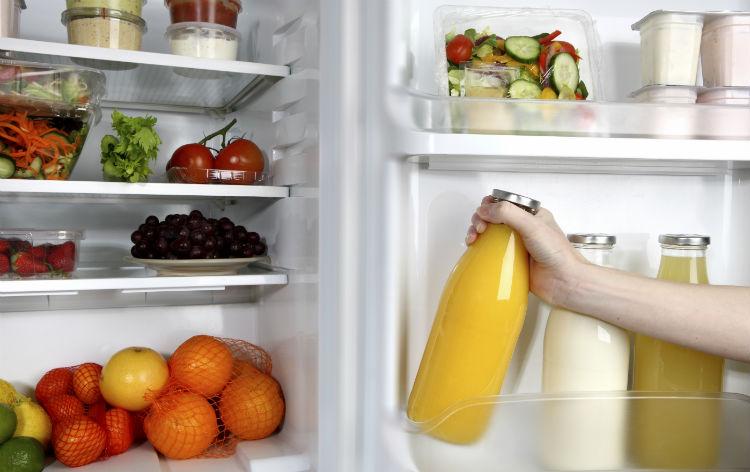 Kühlschrank mit frischen Lebensmitteln