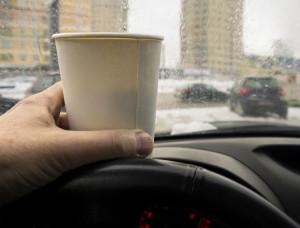 Kaffee am Steuer