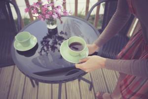 Kaffee trinken auf der Terasse