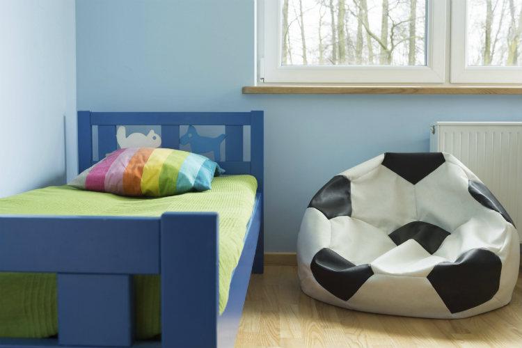 fu ball kinderzimmer eine renovierung als geburtstagsgeschenk wohnungs. Black Bedroom Furniture Sets. Home Design Ideas