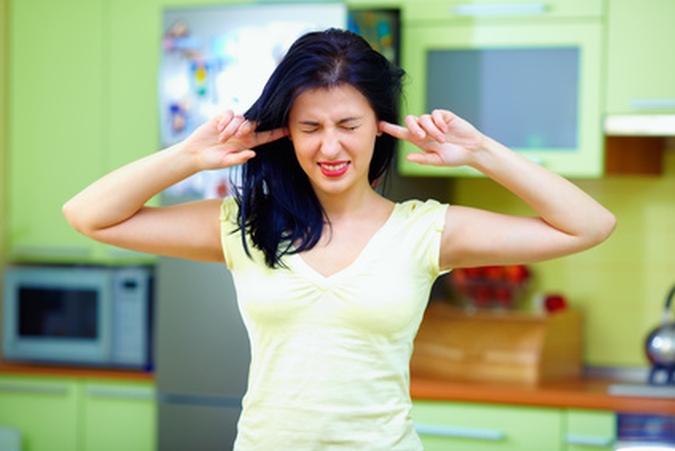 Lärm lässt sich durch einige sinnvolle Maßnahmen in der eigenen Wohnung vermeiden