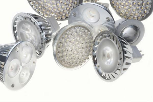 LED-Glühbirnen auf einem Haufen