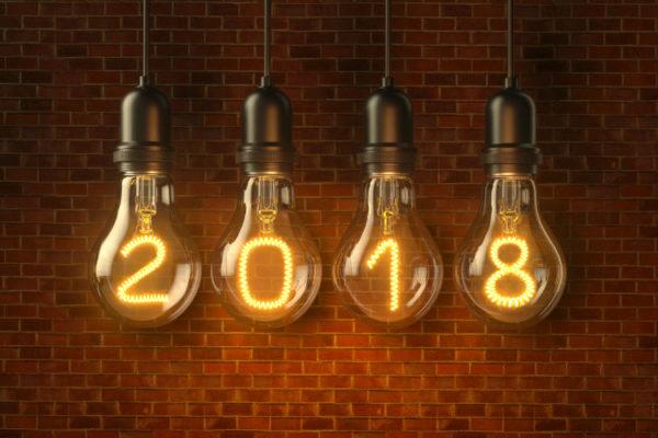 Lampentrends 2018 - Vier Glübirnen mit den Zahlen 2 0 1 8 als Leuchtdraht