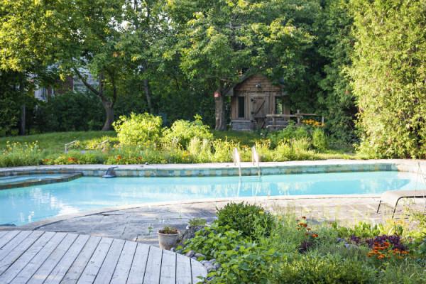 Pflege des Gartenpools