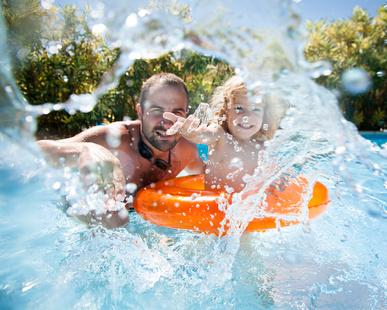 Der Anbau eines Pools ist eine sinnvolle Eigenheimergänzung