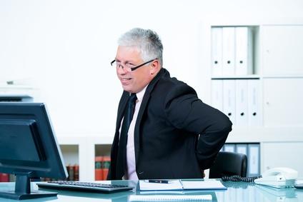 Der richtige Bürostuhl kann für eine Entlastung des Rückens sorgen