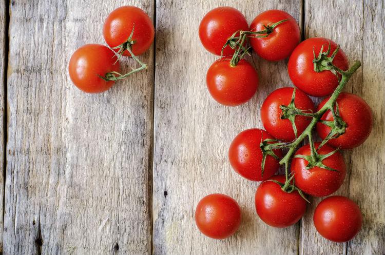 Rote Tomaten schön angerichtet