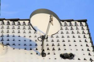 Satellitenanlage im Winter