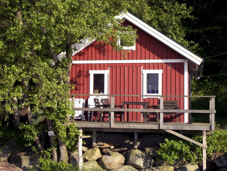 Schwedisches Gartenhaus mit Terasse