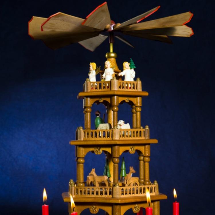 eine weihnachtspyramide selber bauen so gelingt es wohnungs. Black Bedroom Furniture Sets. Home Design Ideas