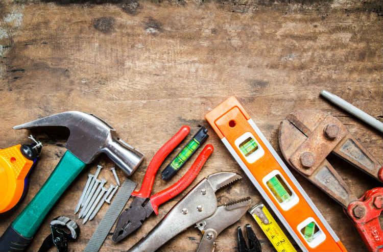 Werkzeugauswahl auf Tisch