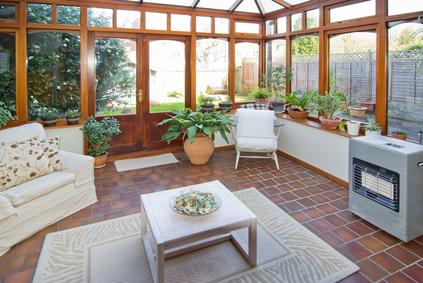 einen wintergarten bauen lassen die kosten variieren stark und h ngen von vielen aspekten ab. Black Bedroom Furniture Sets. Home Design Ideas