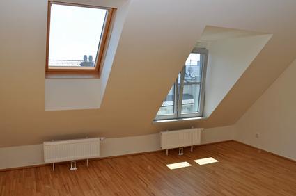 zimmer mit dachschr ge dekorativ und funktional mehr rausholen wohnungs. Black Bedroom Furniture Sets. Home Design Ideas