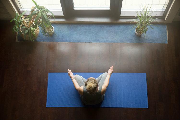 Millionen Menschen In Deutschland Praktizieren Yoga. Der Sport Geht Mit  Einer Lebenseinstellung Einher, Die Die Entspannung Fördert Und  Körperbewusstsein ...