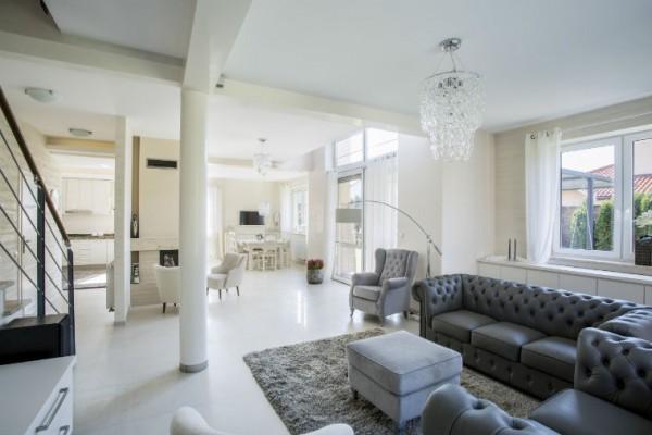 chic dekoriertes Wohnzimmer