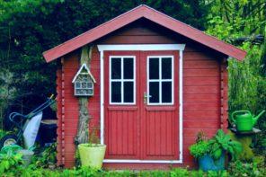 Gartenhaus selber bauen oder Fertigbausatz? | Vor- und Nachteile