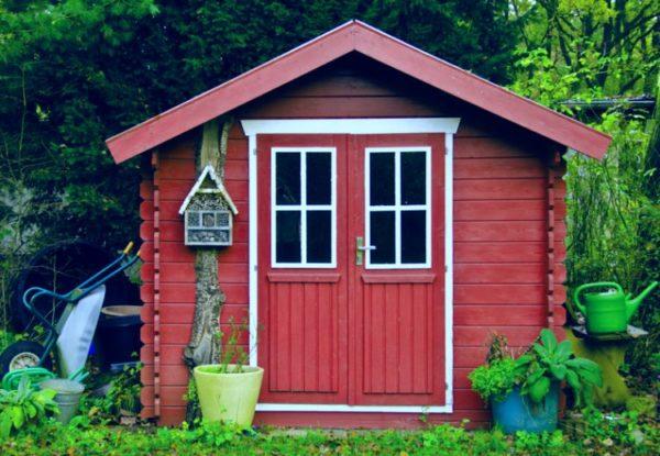 Gartenhaus in rot