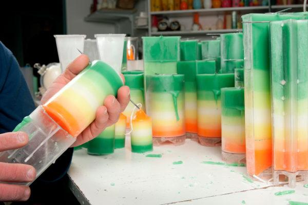 Handgemachte Kerzen werden produziert