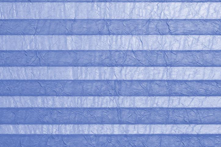 Blaues Plissee Nahaufnahme