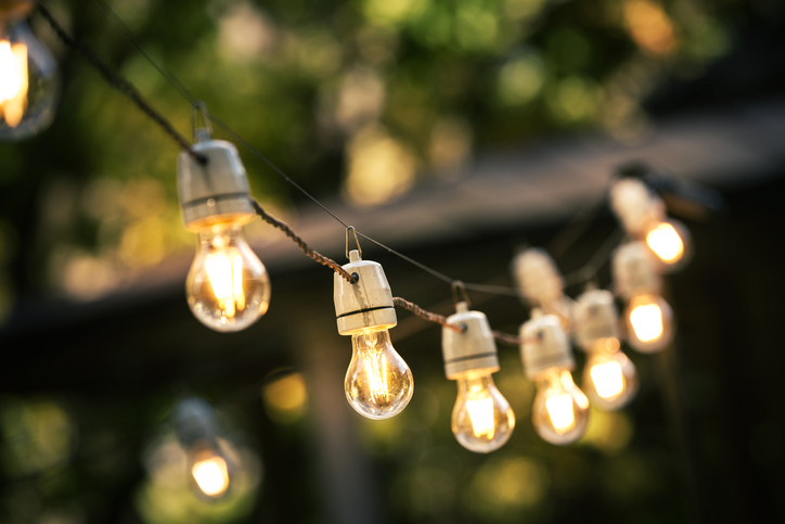 Lichterkette im Garten