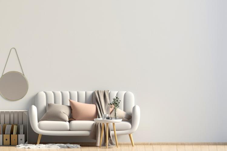 Helles Sofa im Wohnzimmer
