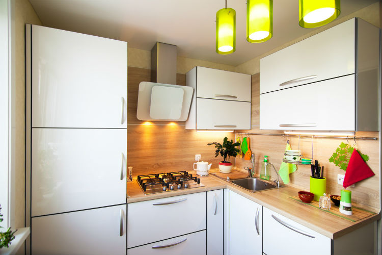 kleine Küche größer wirken lassen