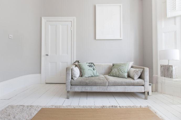 das eigene wohnzimmer tapezieren venyl vlies oder rauhfaser wohnungs. Black Bedroom Furniture Sets. Home Design Ideas