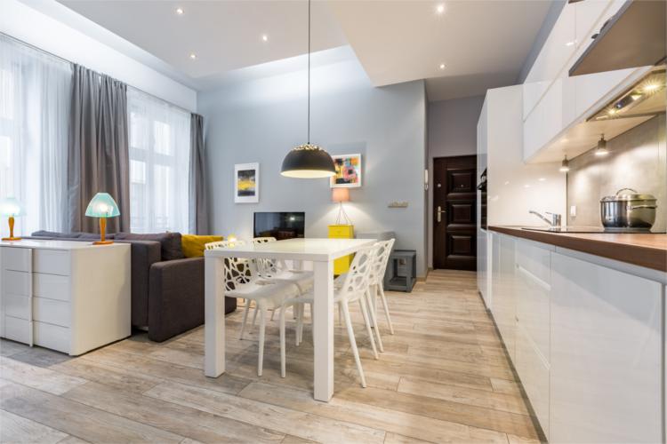 Offener Wohn- und Essbereich modern eingerichtet