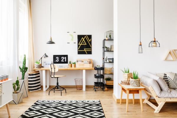 Schön dekorierter Wohnraum